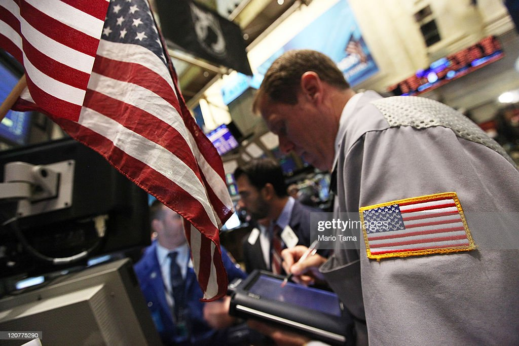 Traders work on the floor of the New York Stock Exchange during morning trading on August 10, 2011 in New York City. Stocks fell sharply again today after a major rebound yesterday.