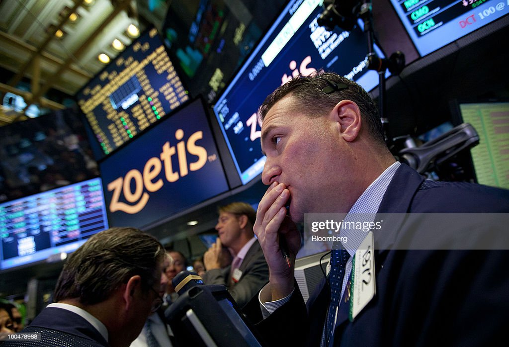 Traders work on the floor of the New York Stock Exchange (NYSE) in New York, U.S., on Friday, Feb. 1, 2013. Zoetis Inc., the animal-health company owned by Pfizer Inc., surged as much as 22 percent in its debut after raising $2.24 billion in its initial public offering, pricing the shares above the proposed price range. Photographer: Jin Lee/Bloomberg via Getty Images