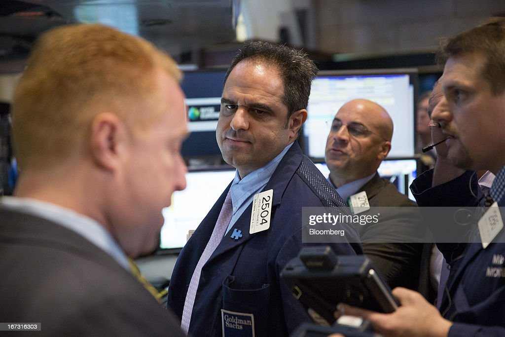 Traders work on the floor of the New York Stock Exchange (NYSE) in New York, U.S., on Wednesday, April 24, 2013. U.S. stocks were little changed, after the Standard & Poor's 500 Index gained for a third day, as investors watched earnings at companies from Boeing Co. to Apple Inc. Photographer: Scott Eells/Bloomberg via Getty Images