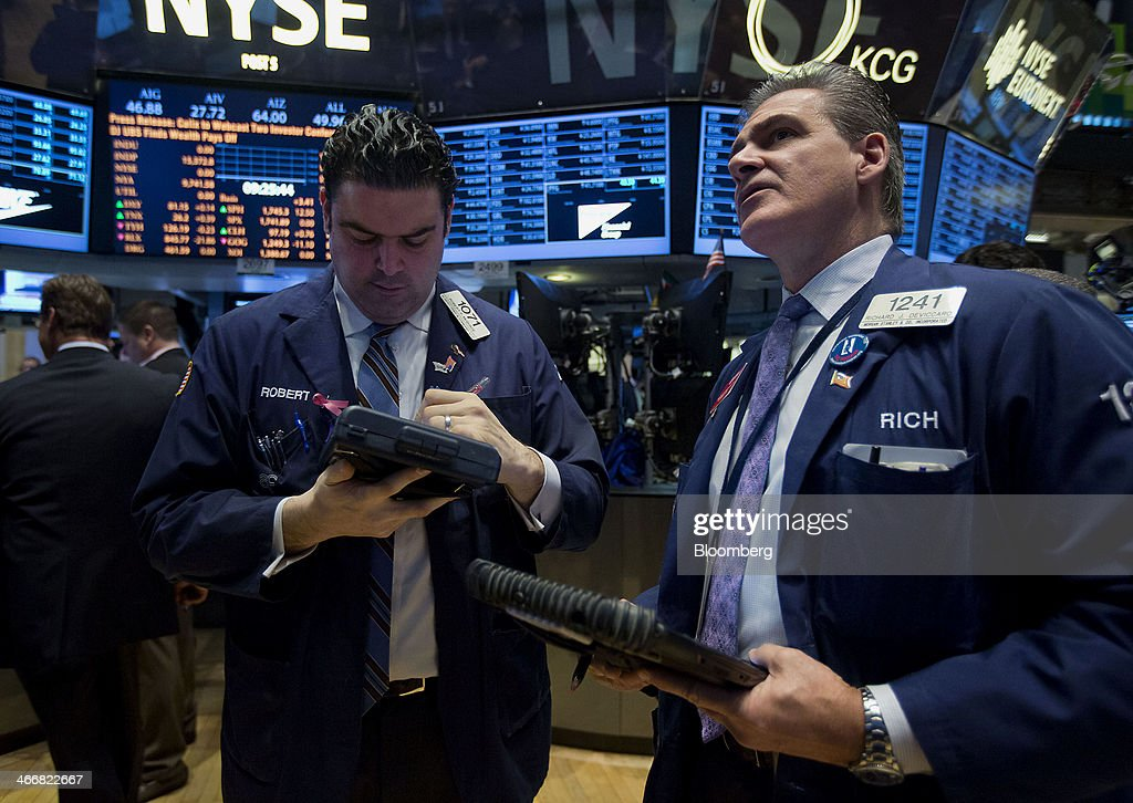 Traders work on the floor of the New York Stock Exchange (NYSE) in New York, U.S., on Tuesday, Feb. 4, 2014. U.S. stocks rose, with the Standard & Poor's 500 Index rebounding after the biggest drop since June, as Treasuries retreated and South Africa's rand led emerging-market currencies higher. Photographer: Jin Lee/Bloomberg via Getty Images