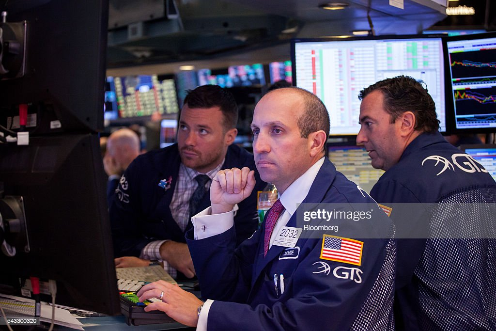 Traders work on the floor of the New York Stock Exchange (NYSE) in New York, U.S., on Monday, June 27, 2016. U.S. stocks resumed a selloff sparked by Britain's shock vote to leave the European Union, with the Dow Jones Industrial Average falling more than 300 points after equities on Friday tumbled the most in 10 months. Photographer: Michael Nagle/Bloomberg via Getty Images
