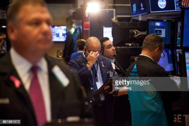 Traders work on the floor of the New York Stock Exchange in New York US on Monday Oct 16 2017 The dollar strengthened and Treasuries fell after...