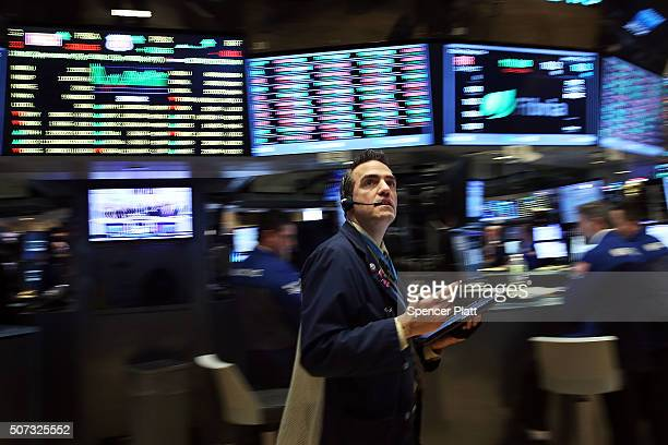 Traders work on the floor of the New York Stock Exchange on January 29 2016 in New York City The Dow Jones industrial average rose over 100 points on...