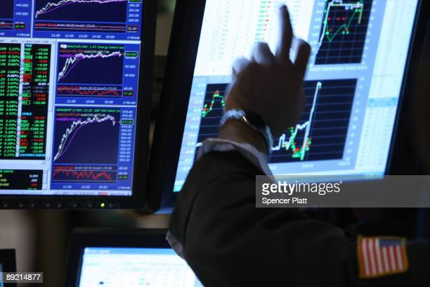 Traders work on the floor of the New York Stock Exchange on July 23 2009 in New York New York As positive economic news continued to emerge the Dow...