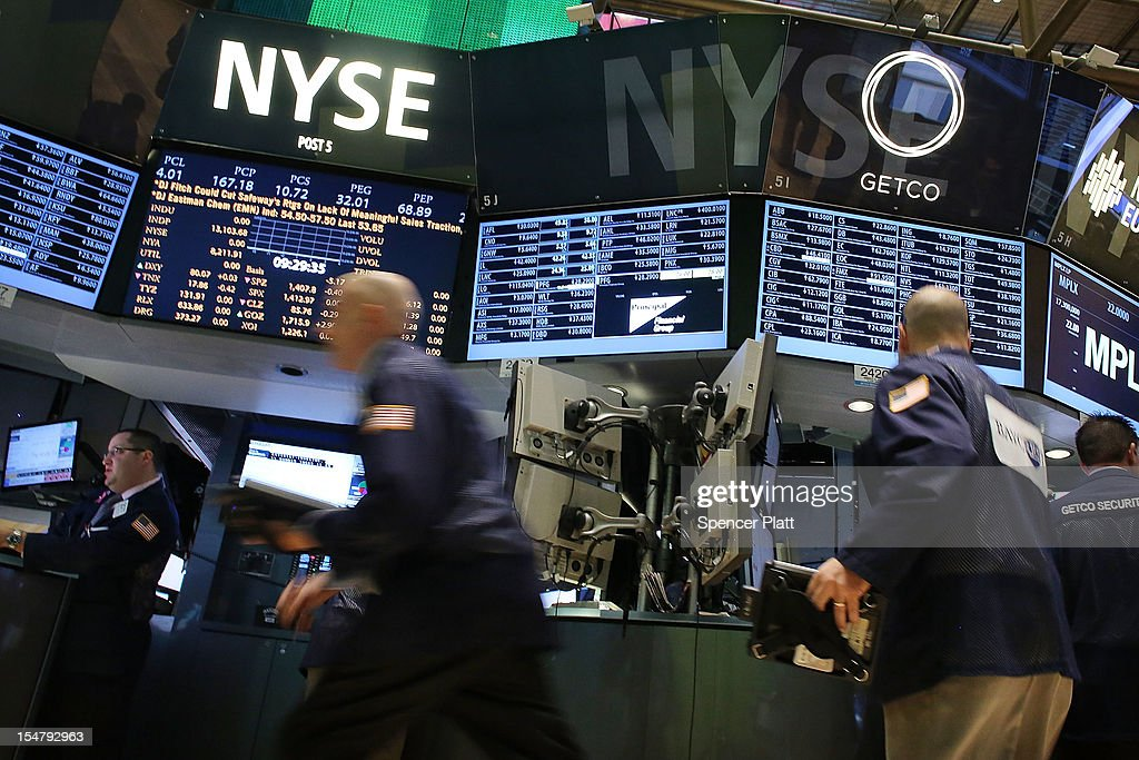 Traders work on the floor of the New York Stock Exchange on October 26, 2012 in New York City. Following the release of a stronger-than-expected report on U.S. economic growth, stocks rose in morning trading. According to government data, the Gross Domestic Product (GDP), the broadest measure of economic activity, rose at a 2% annual rate in the third quarter.