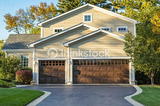 Traditional american home with garage and front garden for Traditional american home