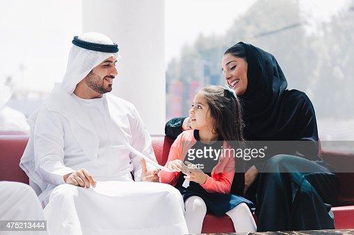 伝統的なアラビアンラウンジでご家族でのお楽しみ