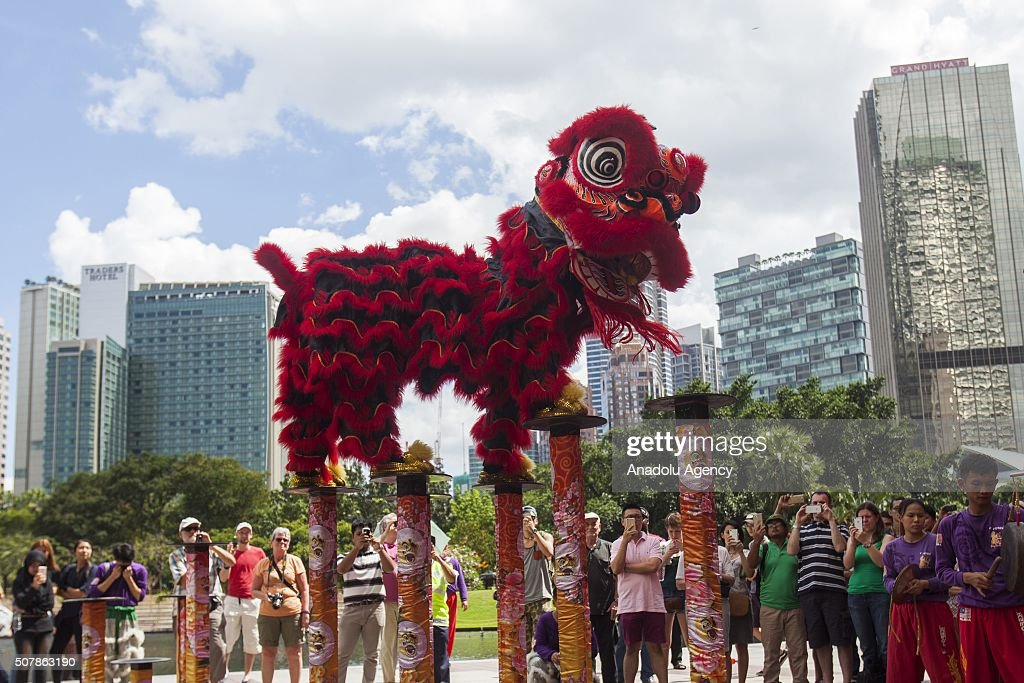 the symbolism in a chinese lion dance performance Chinese guardian lions, known a traditional symbol of a family's wealth or social although the form of the chinese guardian lion was quite varied.