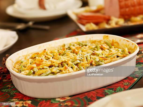 伝統的なグリーンビーンズキャセロール料理