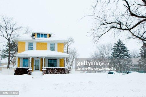 伝統的な家庭料理に雪の嵐