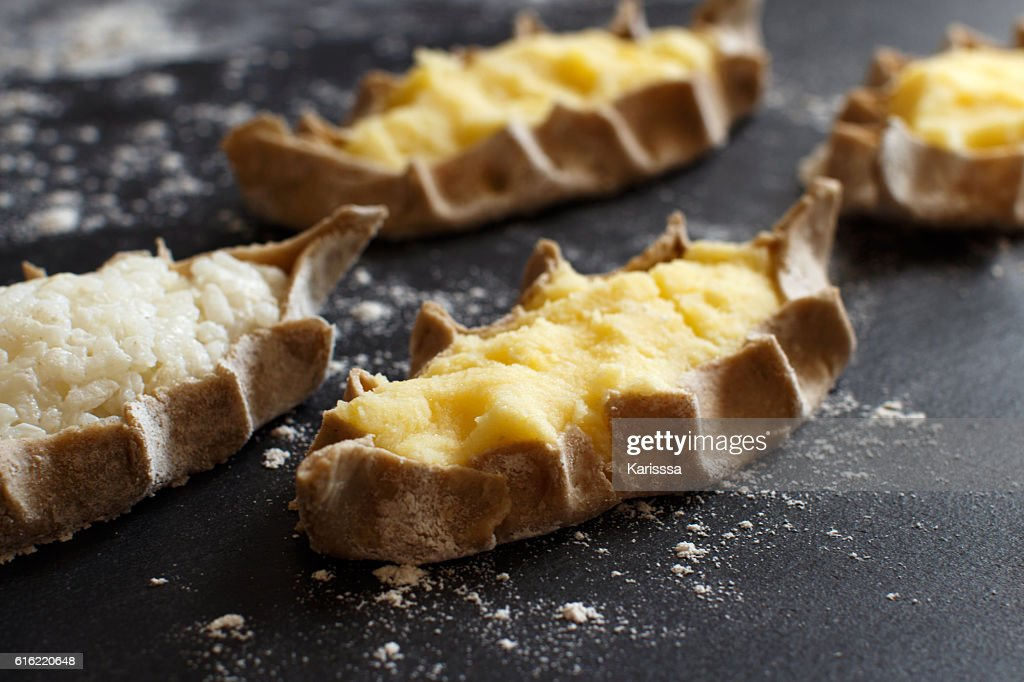 Traditional karelian pasties with potatoes : Stockfoto