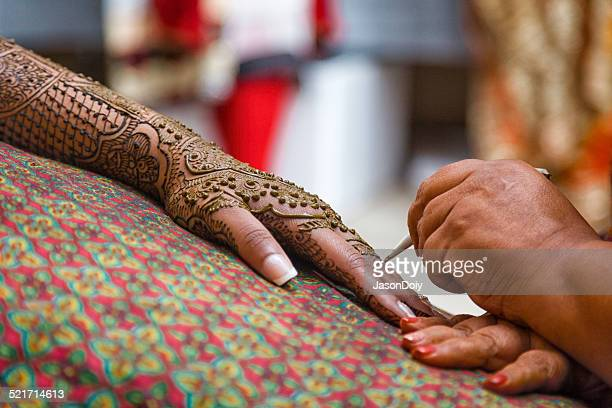 Traditionelle Mehndi Tattoo für eine indische Braut-Feier