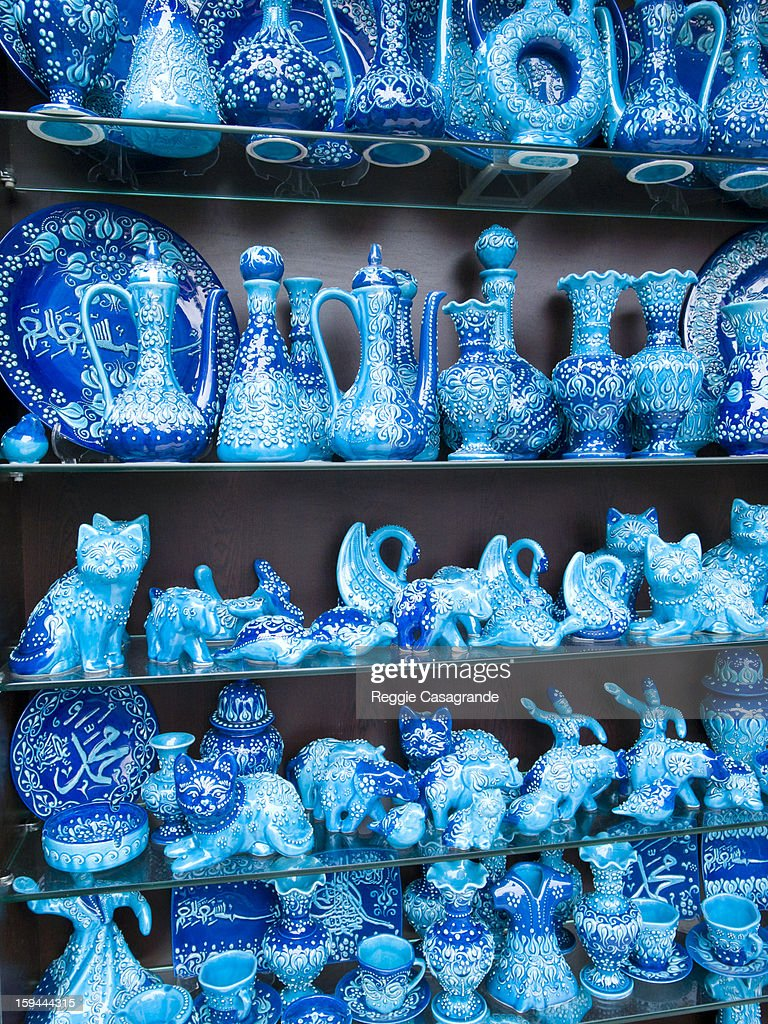 Traditional pottery at Istanbul Grand Bazaar : Stock Photo