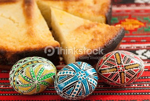 Foto stock : traditional romanian easter bread pasca with cheese and ...