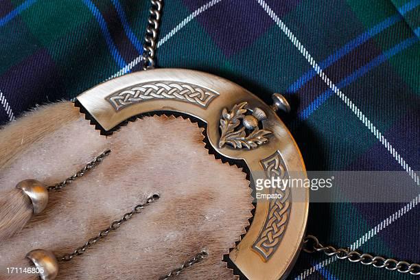 Escarcelle en peau et Kilt écossais traditionnel