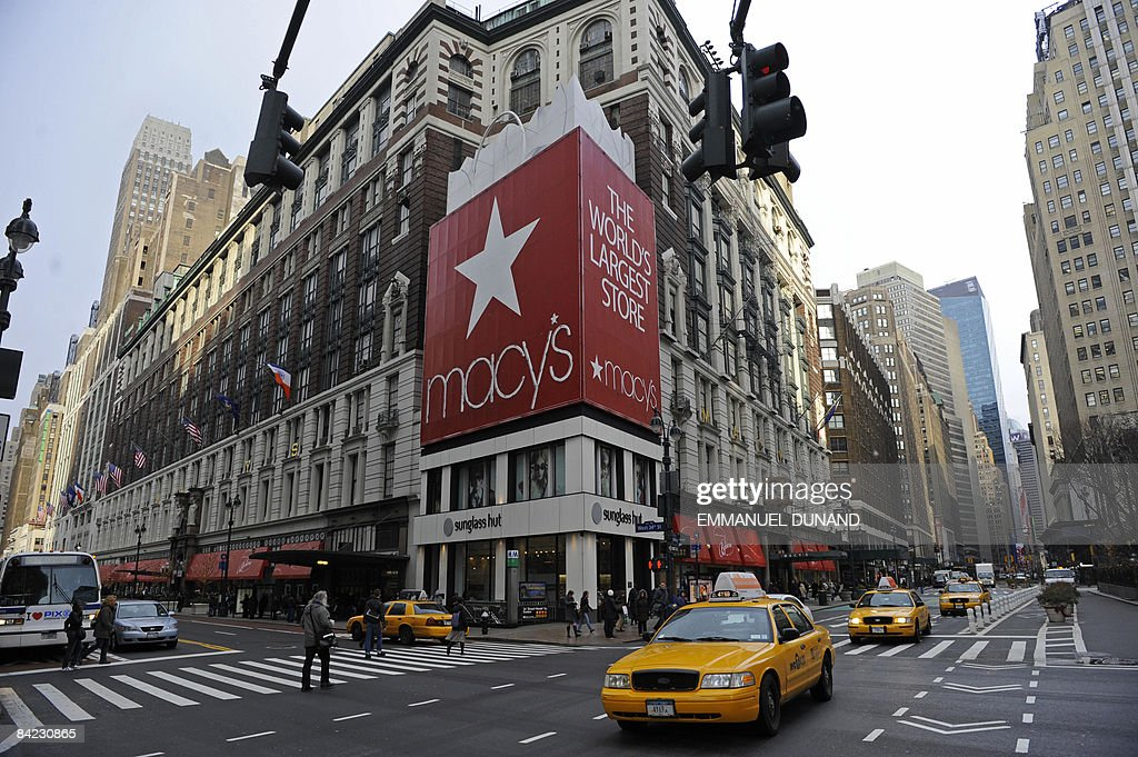 Traffic and people go by Macy's department store's flagship store in New York January 8 2009 US department chain Macy's said it would close 11...