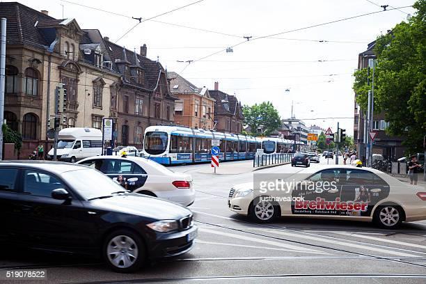 Verkehr und Straßenbahnhaltestelle Mittermaierstraße in Straße