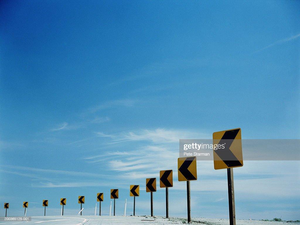 Traffic arrows around bend in round : Stock Photo