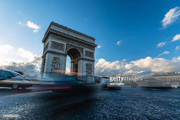 Verkehr am Arc de Triomphe Paris