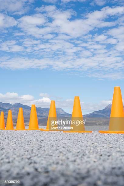 cones de trânsito em Linha ao ar livre terreno vista