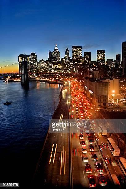 Circulation dans l'État de New York au coucher du soleil