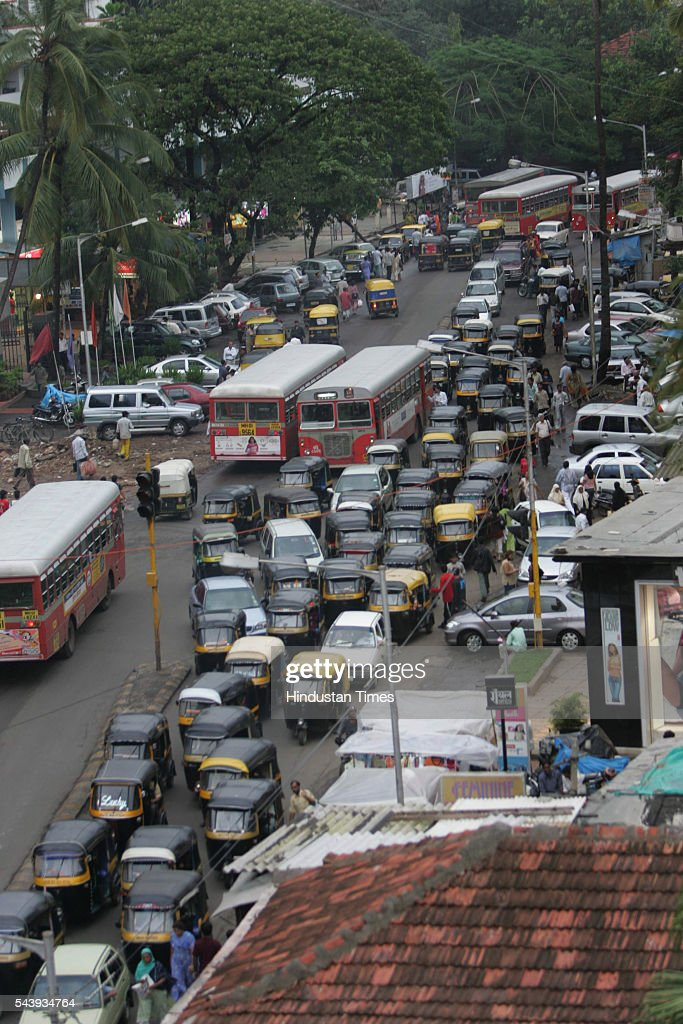Traffic jam near Globus CInema on Hill Road, Bandra