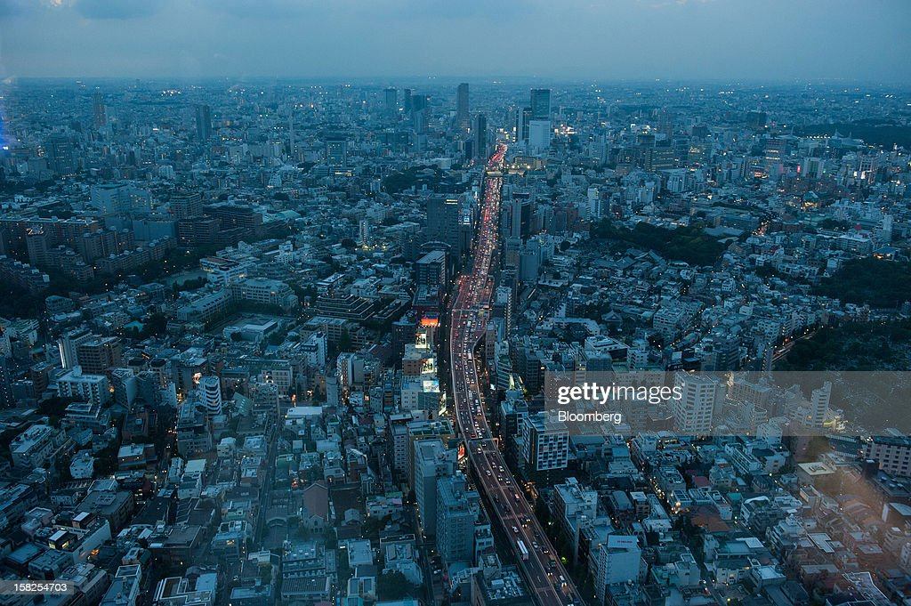 'BEST PHOTOS OF 2012' (): Traffic moves along an expressway in this elevated view of Tokyo, Japan, on Saturday, Oct. 6, 2012. The world's finance ministers and central bank governors are gathering in Tokyo this week for the annual meetings of the International Monetary Fund and the World Bank Group as the rebound from the deepest global recession since World War II stagnates. Photographer: Noriko Hayashi/Bloomberg via Getty Images