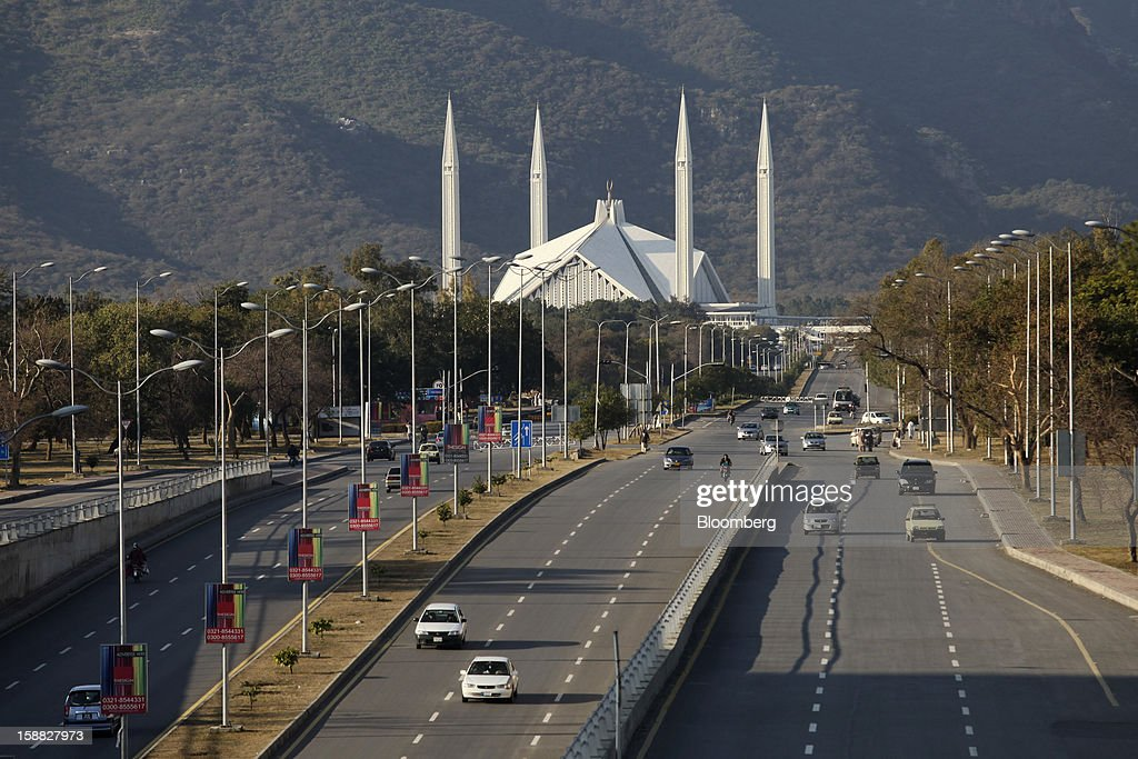 Traffic moves on Faisal Avenue in front of Faisal Mosque in Islamabad, Pakistan, on Sunday, Dec. 30, 2012. Pakistan's economy will probably expand 3.5 percent in the 12 months through June, the International Monetary Fund forecast Nov. 29, less than the 4.3 percent predicted by the government. Photographer: Asad Zaidi/Bloomberg via Getty Images