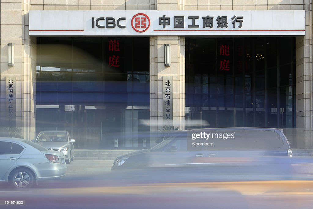 Traffic moves past a branch of the Industrial and Commercial Bank of China Ltd. (ICBC) in Beijing, China, on Monday, Oct. 29, 2012. ICBC is expected to announce third-quarter results on Oct. 30. Photographer: Nelson Ching/Bloomberg via Getty Images
