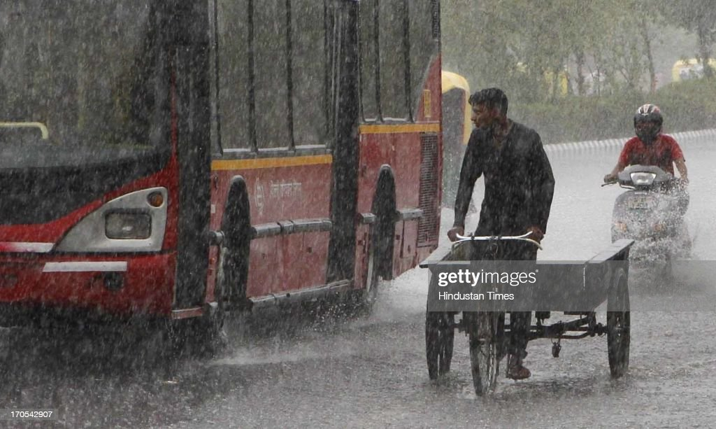 Traffic moving during the heavy pre monsoon rain on June 14, 2013 in New Delhi, India. The city received 11.6 mm rainfall and the humidity oscillated between 47 and 91 percent.