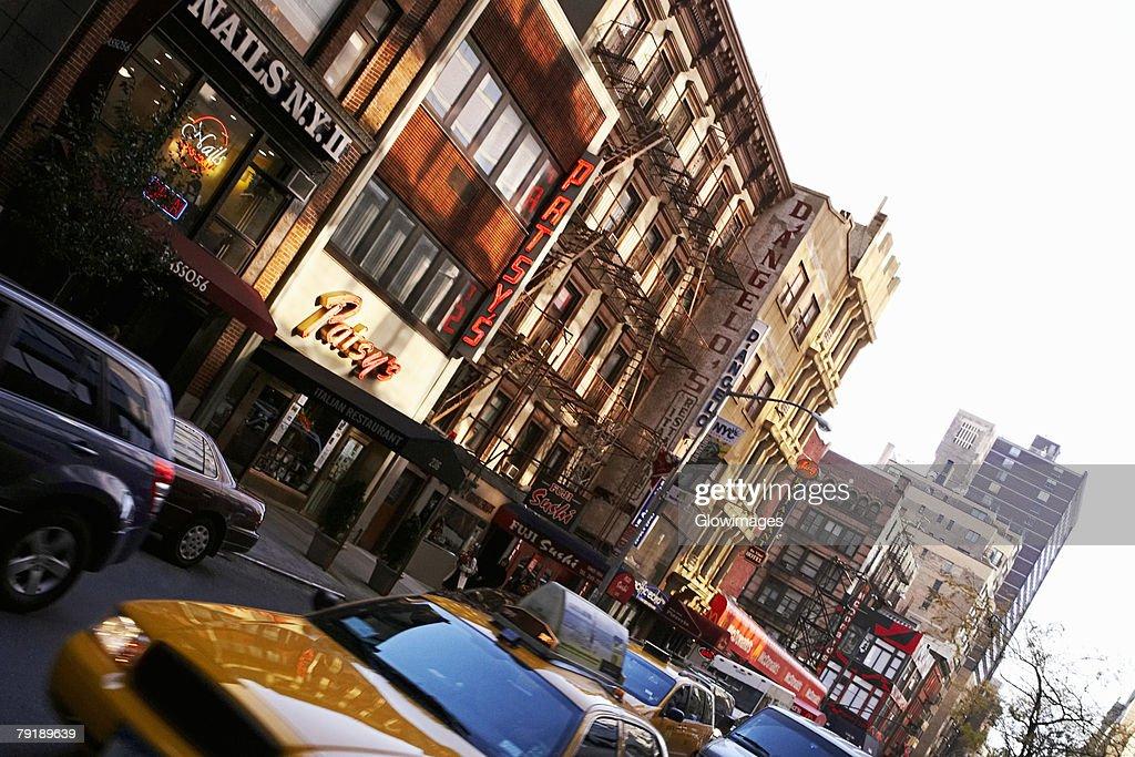 Traffic near buildings, New York City, New York State, USA : Foto de stock