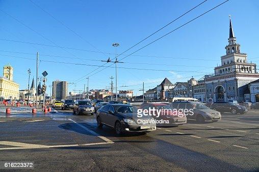 Traffic on Komsomolskaya Square near Kazansky railway station : Foto stock