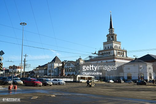 Traffic on Komsomolskaya Square near Kazansky railway station : Stock Photo