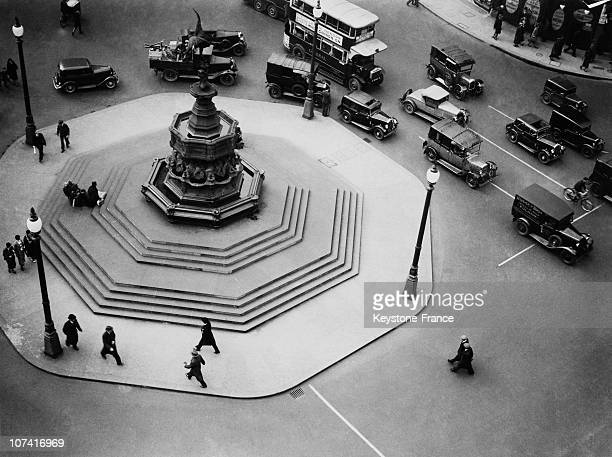 Traffic On Piccadilly Circus In London On April 1934