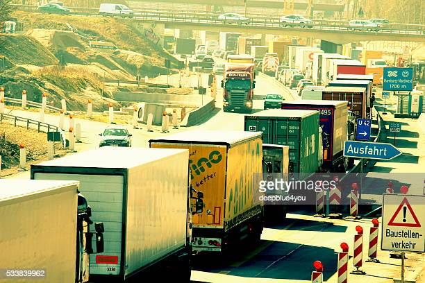 Verkehr auf der Autobahn in Hamburg