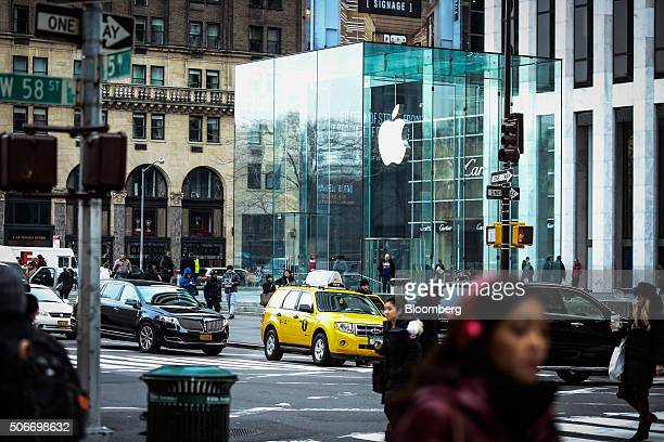 Traffic passes by the Apple Inc store on 5th Avenue in New York US on Friday Jan 15 2016 The New Yorkbased private research group the Conference...