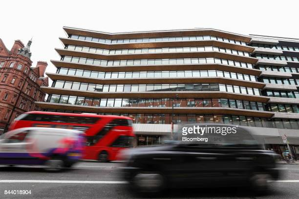 Traffic passes the offices which house the headquarters of Bell Pottinger LLP in London UK on Tuesday Sept 5 2017 Bell Pottinger LLP's attempt to...