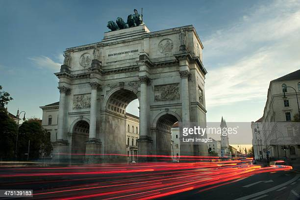 Traffic passing through Victory Gate at night, Munich, Bavaria, Germany