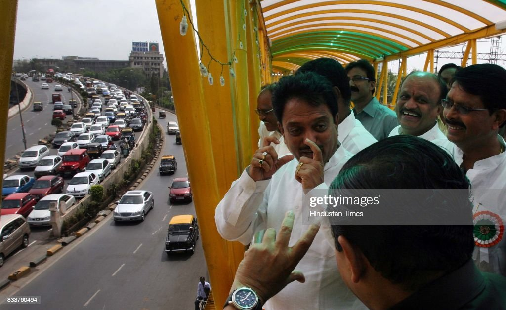 Traffic seen from Bandra Skywalk. Chief Minister Vilasrao Deshmukh inaugrated Mumbai's first Bandra Skywalk 1.3 km stretch from Bandra station to Kalanagar Junction on Tuesday.