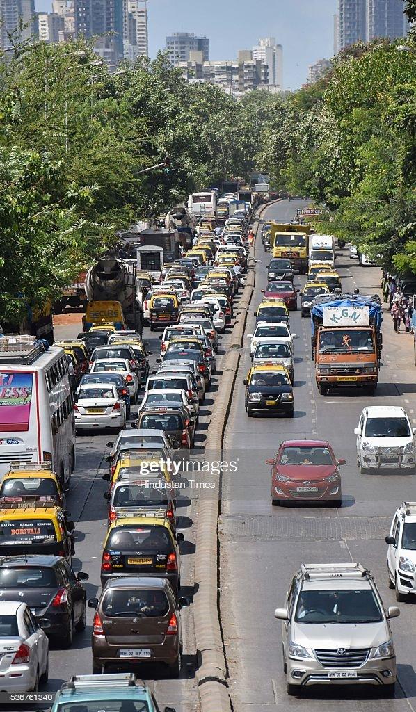 Reducing traffic in mumbai local