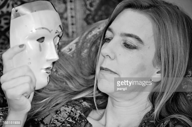 Masque de tragédie et âge femme