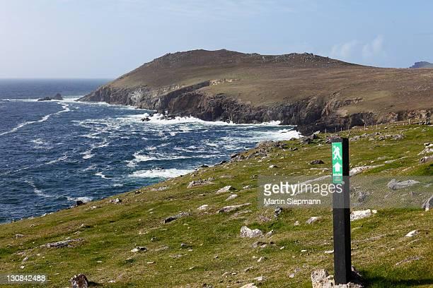 Trail blaze, Dunquin, Dingle Peninsula, County Kerry, Ireland, British Isles, Europe