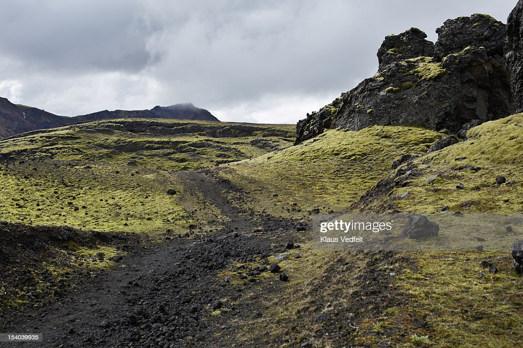 Trail in rocky landscape in Landmannalaugar : Foto de stock