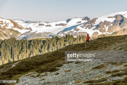 Trail running in the North Cascades. : Foto de stock