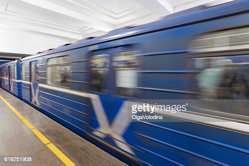 Train at metro station Moskovskaya in Nizhny Novgorod, Russia : Foto de stock