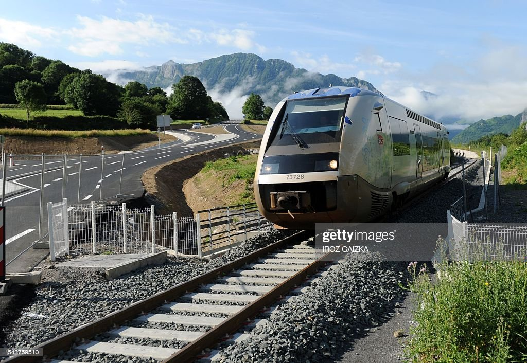 A train leaves on June 30, 2016 Bedous station, southwestern France, on the future Pau-Canfranc line. / AFP / Iroz Gaizka