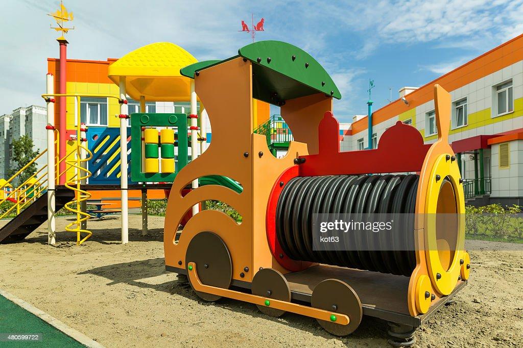 tren en el patio de juegos para nios foto de stock