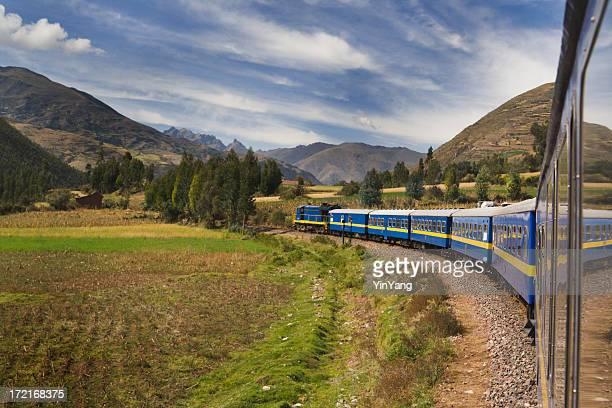 マチュピチュ行きの列車は、鉄道の旅の山アンデス山脈,ペルー