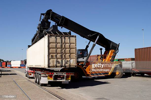 Train to truck freight container transfer