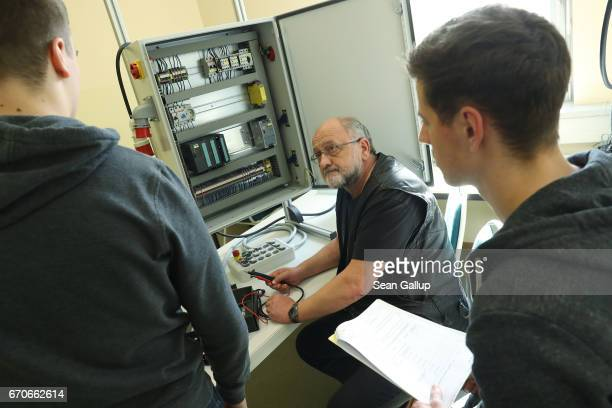 Trainees learn about the maintenace of an electronic switching cabinet during a visit by German Education Minister Johanna Wanka to the...